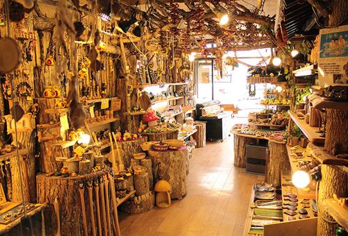 阿寒湖溫泉街獨有的愛奴文化木雕