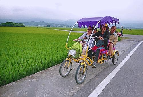 池上四輪車遊賞稻田風光