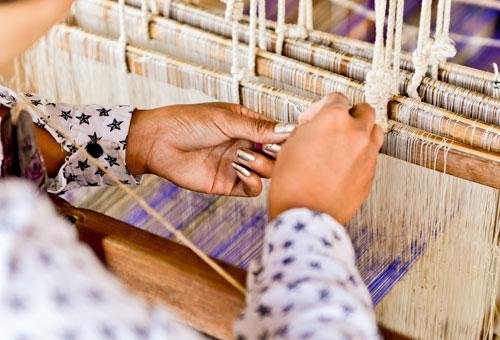 獨有的蓮藕絲織工藝