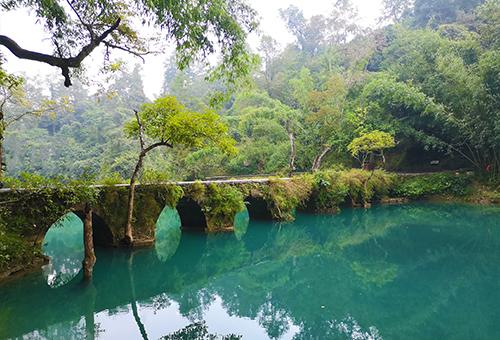 靜享小七孔古橋的純淨幽美