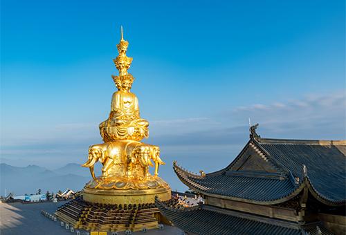 散步於山上最高佛教寺院