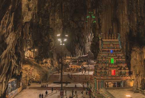 探天然岩洞中的印度教聖地
