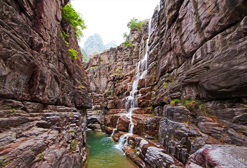 穿梭紅石峽谷的壯麗景致