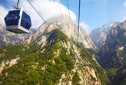 乘纜車縱覽山景