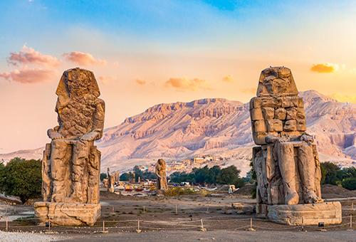窺見三千多年歷史的曼儂巨像