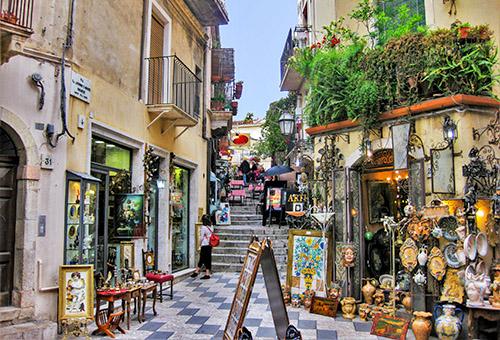 悠閒浪漫的陶爾米納街景