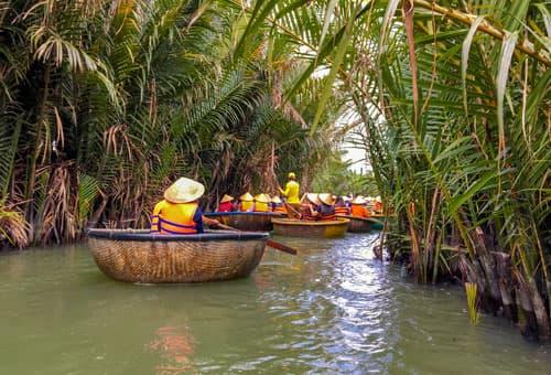乘竹籃船欣賞水椰林風光