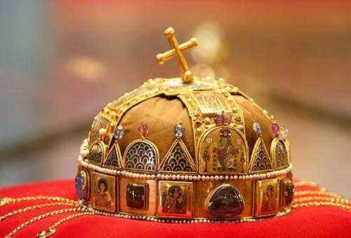 一窺「歪十字」王冠