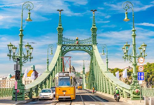 欣賞自由橋的迷人風光
