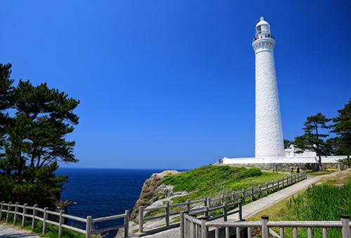 登上日本最高的日御碕燈塔欣賞美麗海景