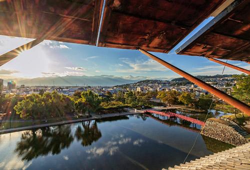 挑戰斜梯登上現存日本最古老的天守閣