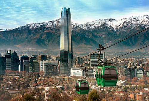 搭乘纜車上山觀看城市全景