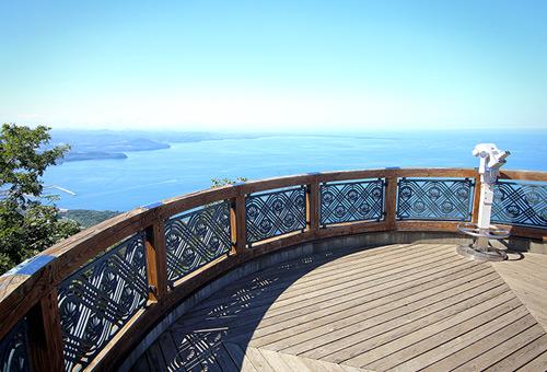 遠望鄂霍次克海風光的佐呂間湖展望台