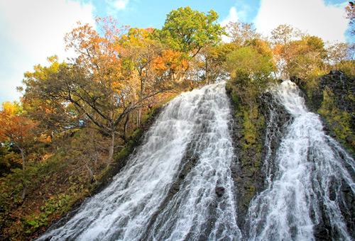 日本百大瀑布之一的Oshinkoshin瀑布