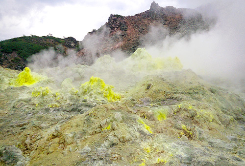 硫黃山煙霧繚繞的奇景