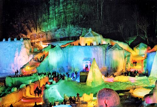 觀賞繽紛絢爛的層雲峽冰瀑祭典