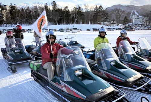 阿寒湖體驗刺激的冰上摩托車
