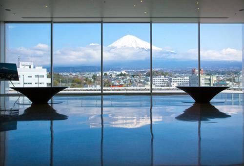 遠眺秀麗富士山
