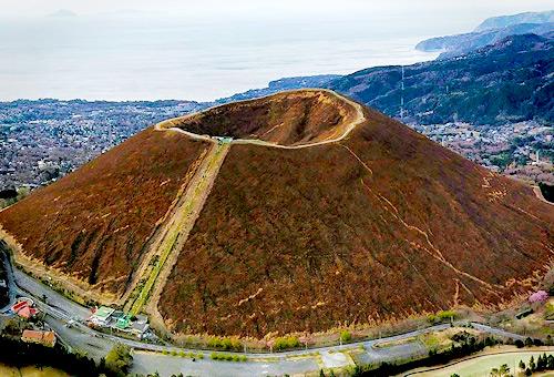 一覽冬季限定燒山後的大室山