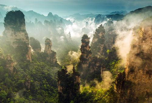飽覽奇山異石的壯浩美景
