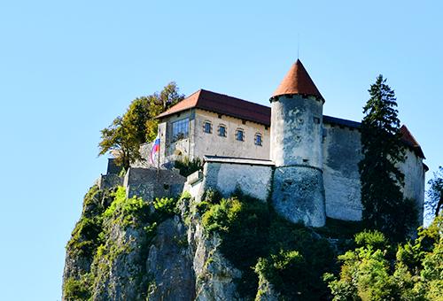 在千年城堡欣賞湖光山色