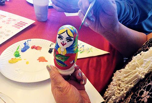 親手繪製獨一無二的俄羅斯娃娃