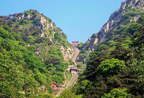 遊五嶽之首-泰山