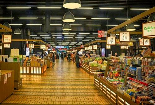 越後湯澤車站COCOLO享受購物樂趣