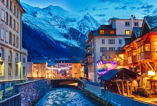 探索山腳下的法國小鎮