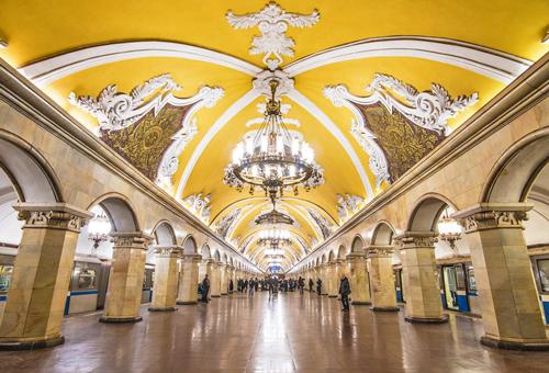 走進皇宮般華美地鐵
